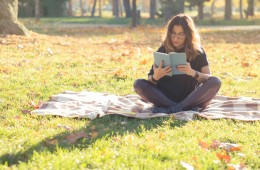 reading_outdoors_01