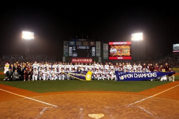 Tohoku Rakuten Golden Eagles win the Japan Series Championship in 2013