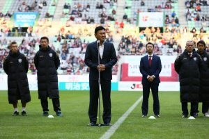 """At Rakuten football has a special place. Hiroshi """"Mickey"""" Mikitani, Chairman of Crimson Football Club, Inc., addresses the crowd at the final home game of the season (C) VISSEL KOBE"""