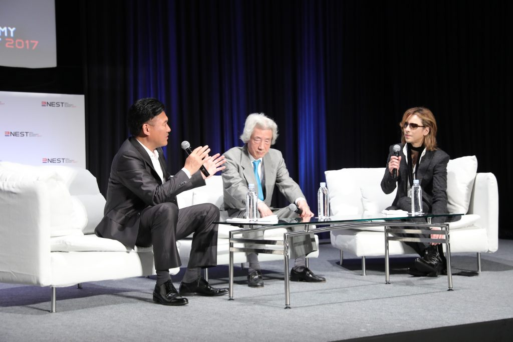 Mickey and Yoshiki were joined on stage by former Prime Minister Junichiro Koizumi.
