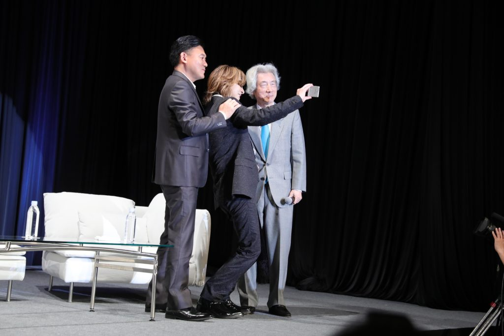 Moment to savor: Mickey, Yoshiki and former Prime Minister Junichiro Koizumi snap a selfie on stage at NEST 2017.