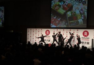 「プレゼンテーション特別賞」を受賞した福岡県の大和青藍高等学校は、「博多久松」のおせちを応援団風にアピール