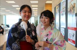 Rakuten employees Kyungsun and Yaboxi enjoy some cotton candy.