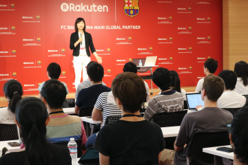 Mindfulness expert Kimiko Bokura presented to a capacity crowd of Rakuten employees in Tokyo.