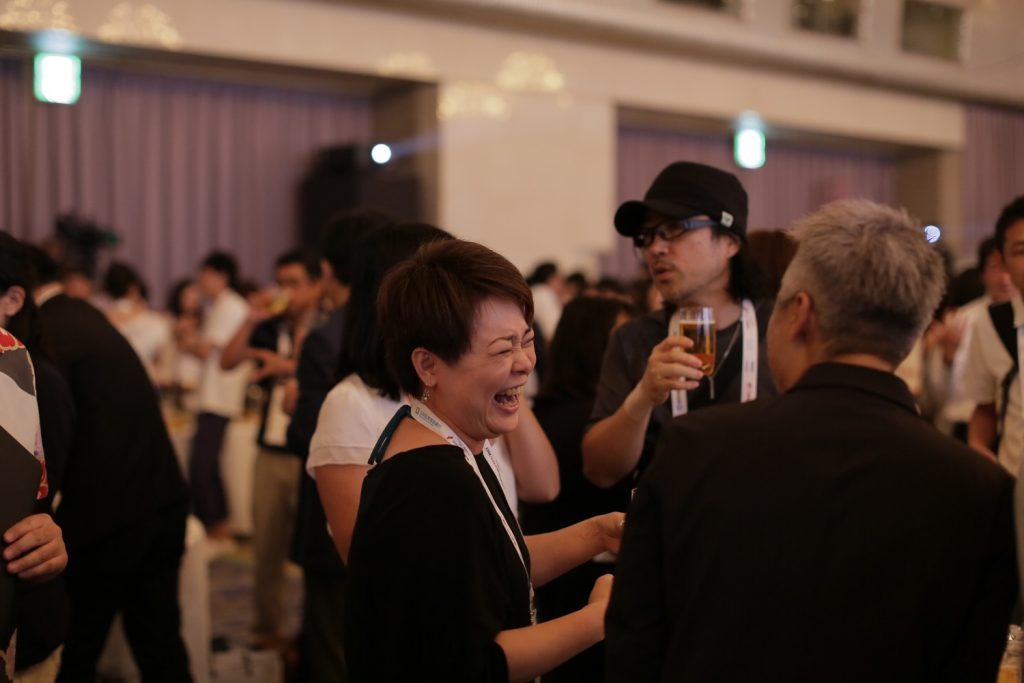 The Rakuten EXPO after-party gives participants the opportunity connect and build communities with other merchants.
