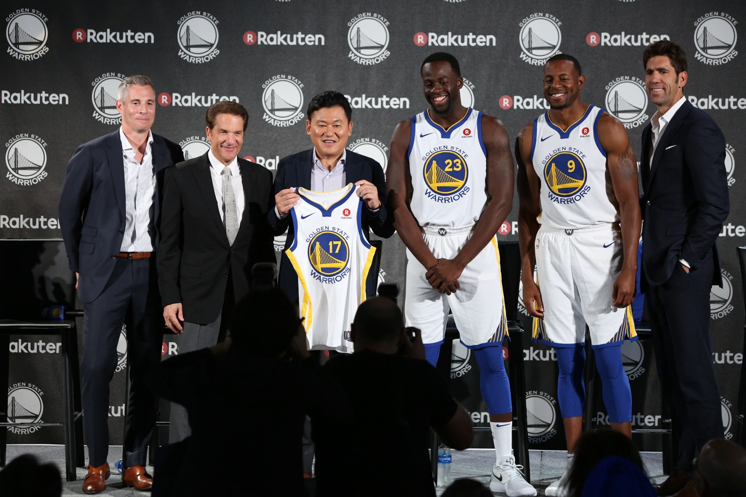 d08ea3521 Rakuten and Golden State Warriors have a ball at partnership ...