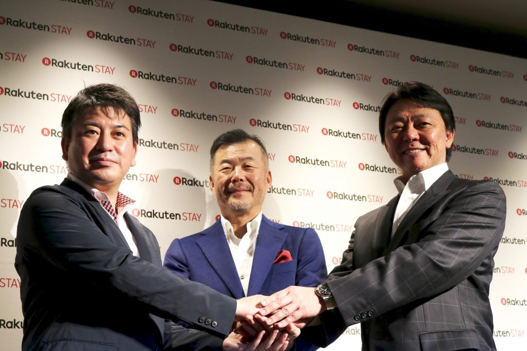 Munekatsu Ota, Rakuten LIFULL STAY Representative Director, Kazunori Takeda, President of Life & Leisure Company, Rakuten, Inc., and Takashi Inoue, President of LIFULL, Inc., at the press conference announcing the launch of Rakuten STAY.