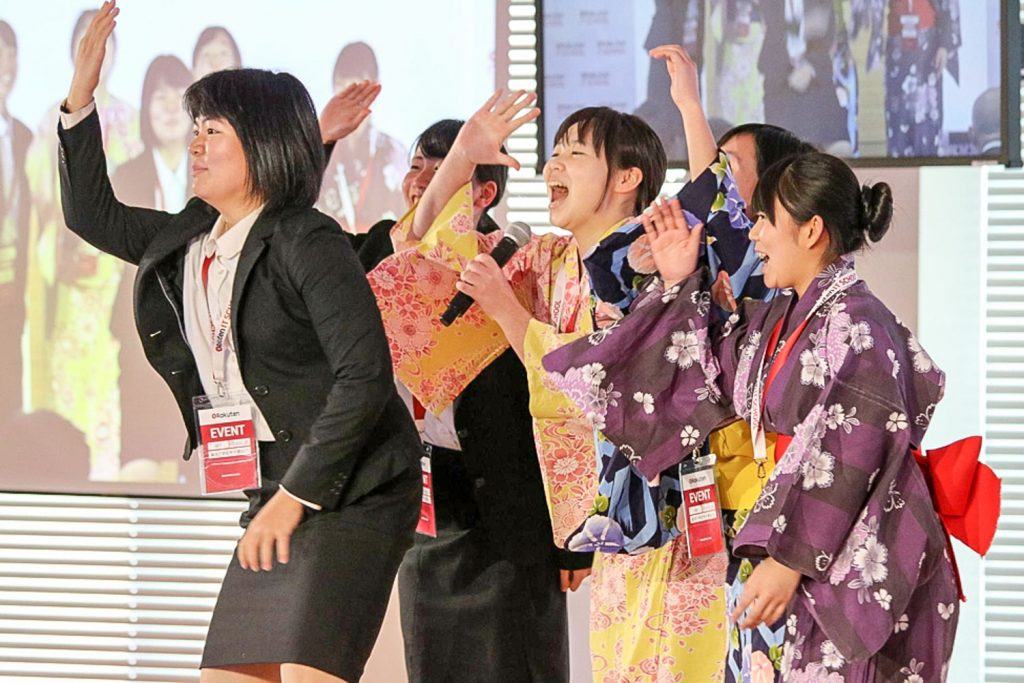 An energetic performance from the Toyama Prefectural Takaoka Shogyo High School team earned them first place in the Rakuten Travel category.