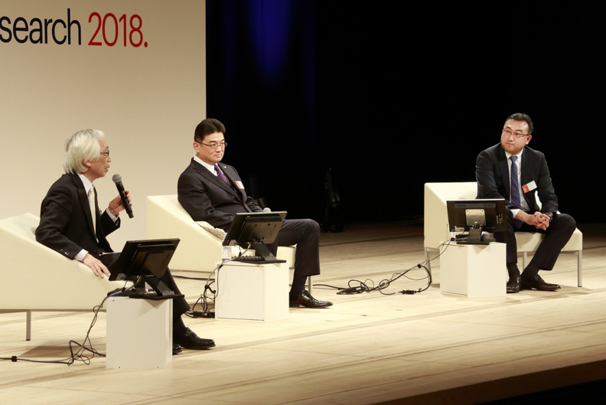 Hiroki Sato of Japan's Chuo University (left) with Shigeki Mishima of Panasonic (center) and Rakuten's Akio Sugihara.