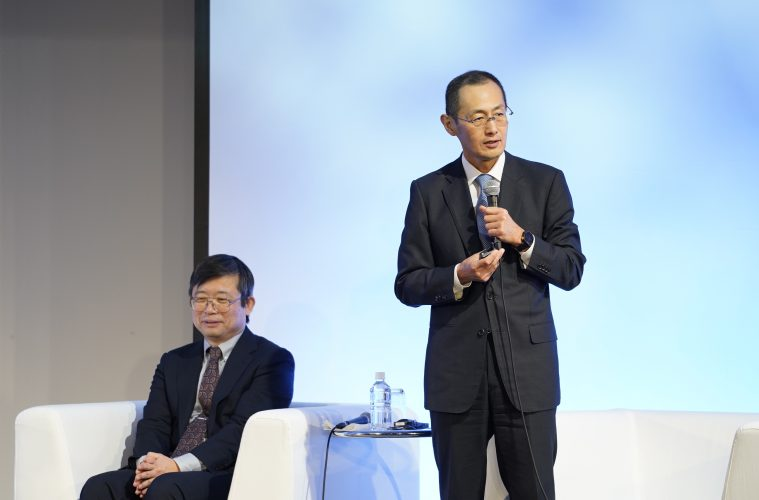 iPS researcher and Nobel Laureate Shinya Yamaka joined cancer research trailblazer Dr. Kobayashi on stage to talk about the future of medicine in Japan.