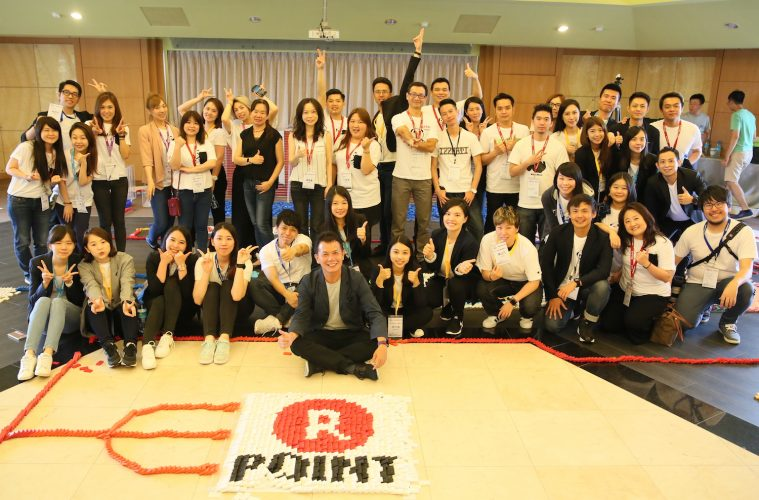 The Taiwan Rakuten Ichiba team celebrates the Taiwan launch of Rakuten Super Points in 2017.