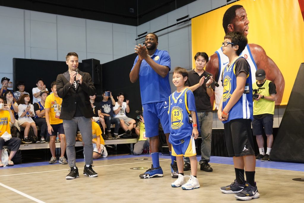 Draymond Green congratulating finalists Ryo and Yua.