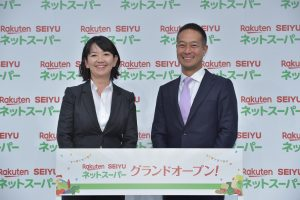 Tamae Takeda, Senior Vice President, Seiyu GK and Noriaki Komori, Vice President, 1st Party Business, Executive Officer, Rakuten, Inc. at the grand opening of Rakuten Seiyu Netsuper