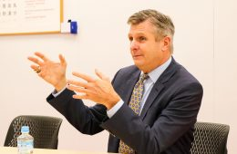 Golden State Warriors President Rick Welts visits Rakuten Crimson House