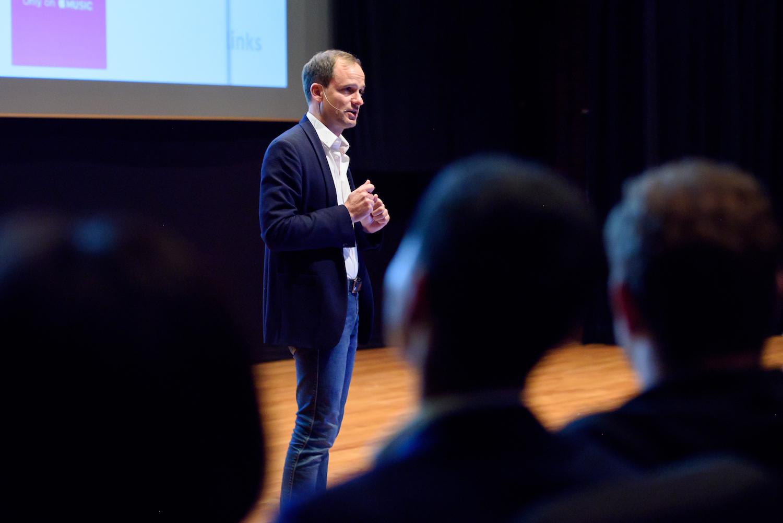 Serge Salagar, CEO Retarget Links on stage at the Rakuten Accelerator Demo Day