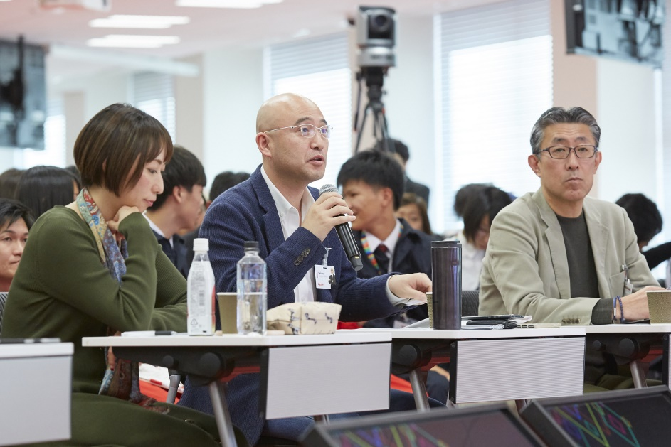 The presentations were assessed by a panel of five judges, including Rakuten executive Masatada Kobayashi, who emphasized that the world is watching as Japan solves demographic challenges that other countries will eventually face in the future.
