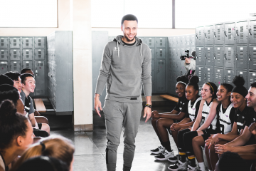 While a gym full of high school basketball players warmed up for Stephen Curry's Underrated Tour Powered by Rakuten in Oakland last Friday, a group of young women from Girls Inc. filed into the Rakuten Performance Centre, home of the Golden State Warriors, for the start of a special Future Leaders Experience presented by Rakuten.