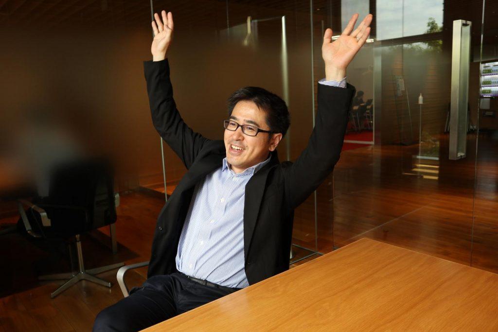 Masaya Mori puts his hands up for Egison.