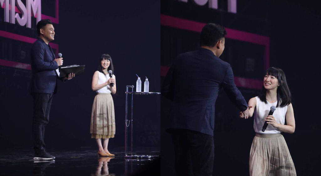 Mikitani welcomes Marie Kondo to the Rakuten Optimism stage.
