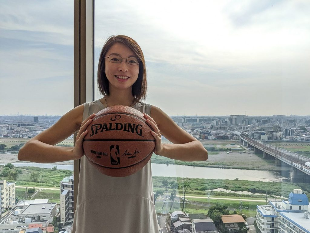 Laura Li, a lifelong basketball fan and strategic planner in Rakuten's Chief Executive Innovation Office, is the program lead for Rakuten's partnership with the NBA.