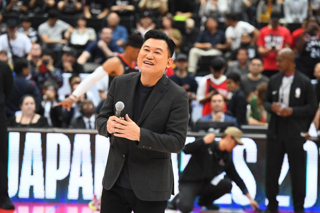 Rakuten CEO Mickey Mikitani addressed a boisterous crowd of excited basketball enthusiasts.